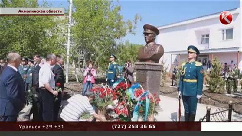 Установили памятный бюст генералу Сагадату Нурмагамбетову