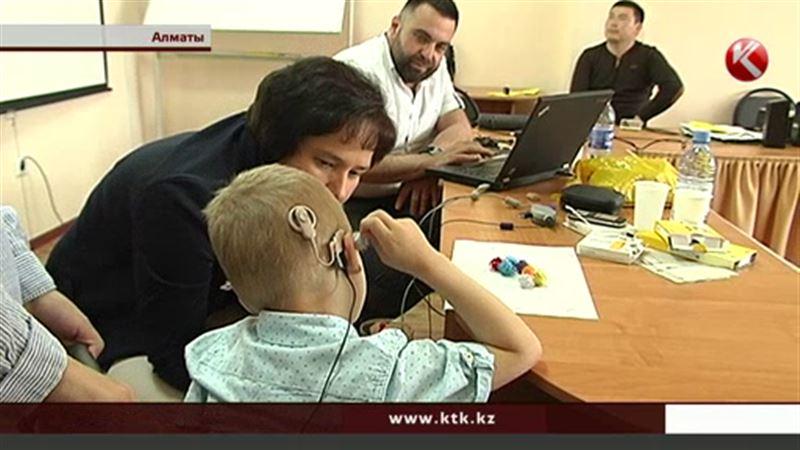 В Казахстане люди, которым вживили кохлеарный имплант, остаются без реабилитации