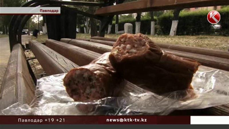 Жительница Павлодара обнаружила в колбасе личинки мух