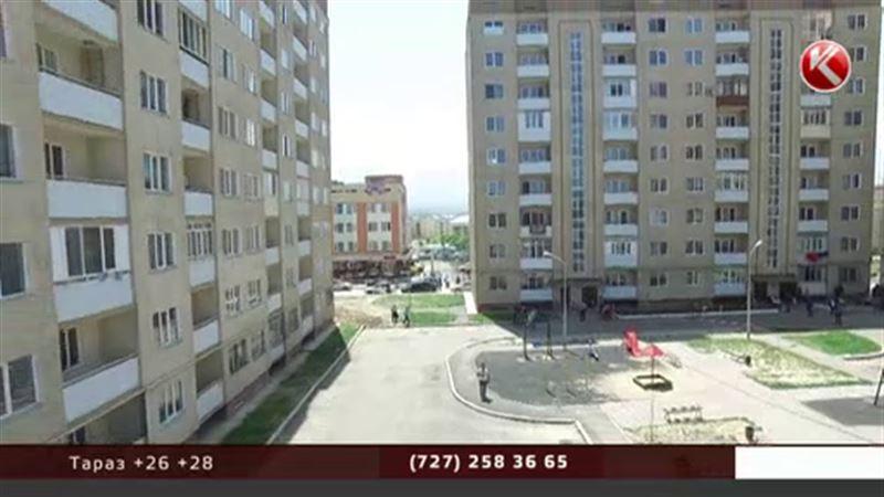 Дом с наклонностями: многоэтажка в Алматы показала крен