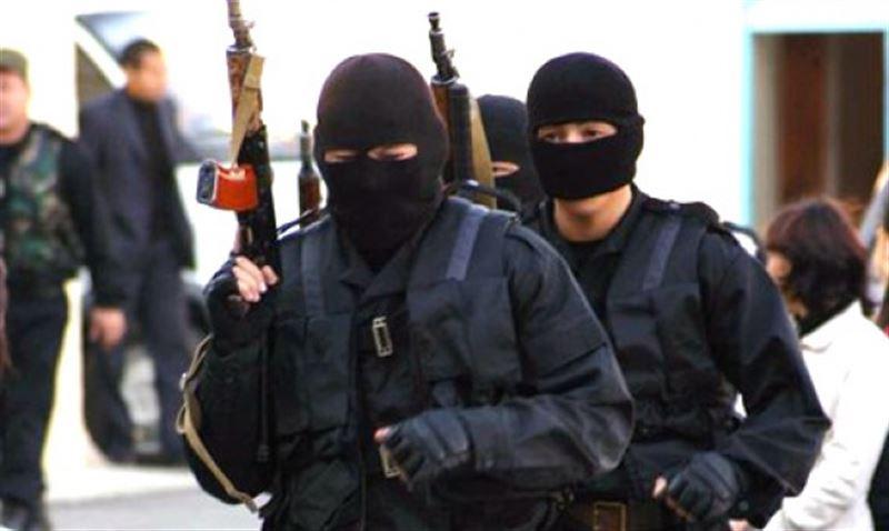 Спецоперация в Актобе: силовики нашли квартиру подозреваемых