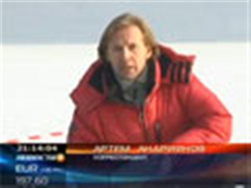 Сотрудники ЧС Алматы учились вызволять людей из замерзших водоемов