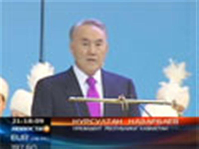 Нурсултан Назарбаев вручал награды в честь предстоящего Дня независимости