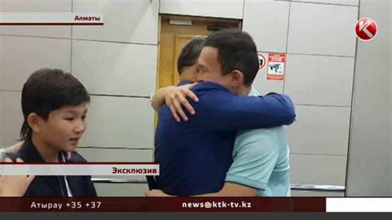 ЭКСКЛЮЗИВ: Азамат Тажаяков, отсидевший три года в американской тюрьме, вернулся домой