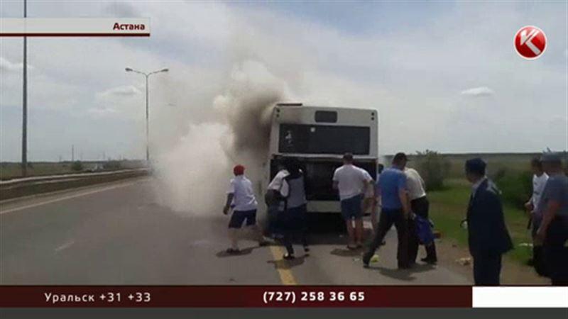 В Астане пассажиров горящего автобуса спасло везение