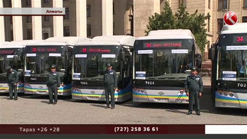 Алматылық автобустар қайтадан қолма-қол төлемге көшті