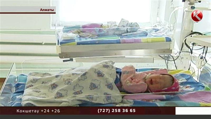 Алматинских акушеров, торговавших младенцами, могут посадить на 9 лет