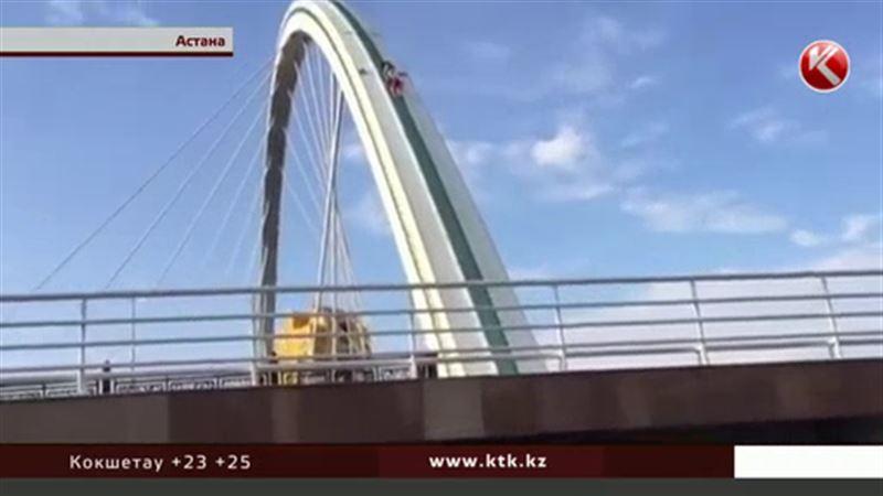 На столичном мосту устроили смертельно опасный аттракцион