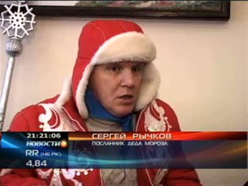 К шымкентским детям приехал посланник Деда Мороза