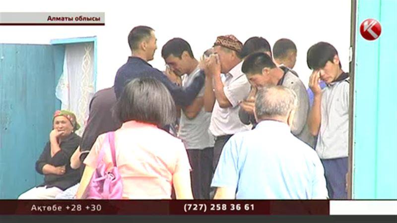 Алматыда қаза тапқан полицейлердің отбасыларына күллі ел көңіл айтып жатыр