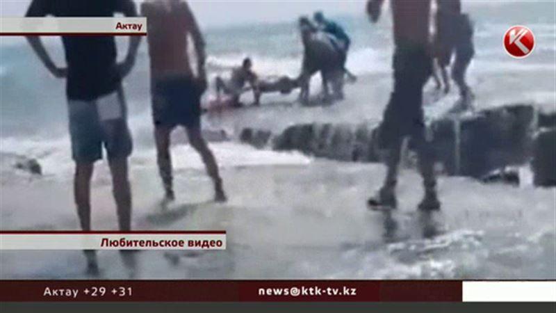 Спасателям удалось спасти подростка во время шторма на Каспии