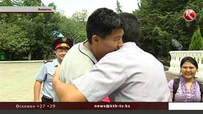 Алматыдағы атыстан соң есін бірінші боп жиған полицей аман-есен ауруханадан шығарылды
