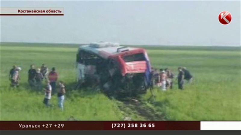 В Костанайской области автобус с пассажирами столкнулся с грузовиком