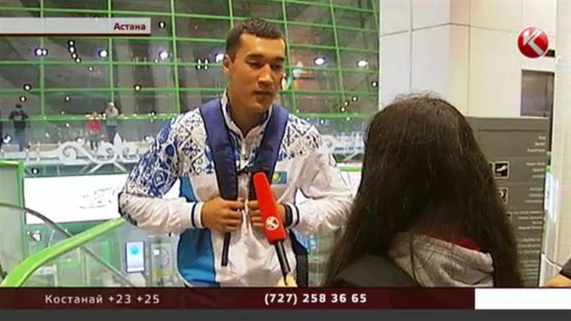 В Рио вылетела группа казахстанских боксеров