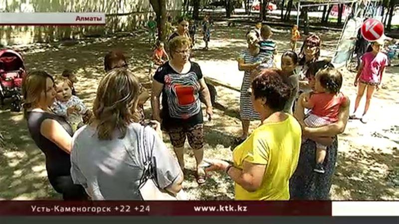 Алматинцам сказали, что детская площадка, которую они просят, уже есть – на бумаге