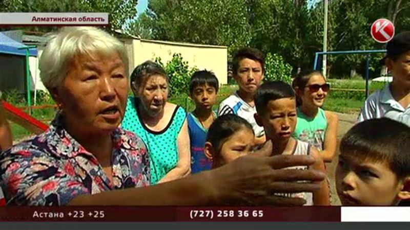 Жители Алматинской области  не хотят торговый дом вместо детской площадки
