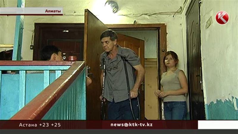 В Алматы бывших военных уже третий раз выселяют из аварийного  жилья