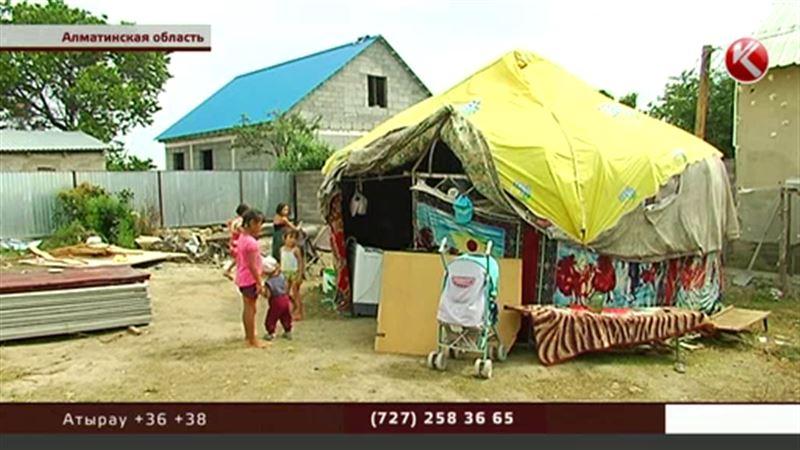 Жители решили помочь многодетной матери, которая с детьми поселилась в юрте