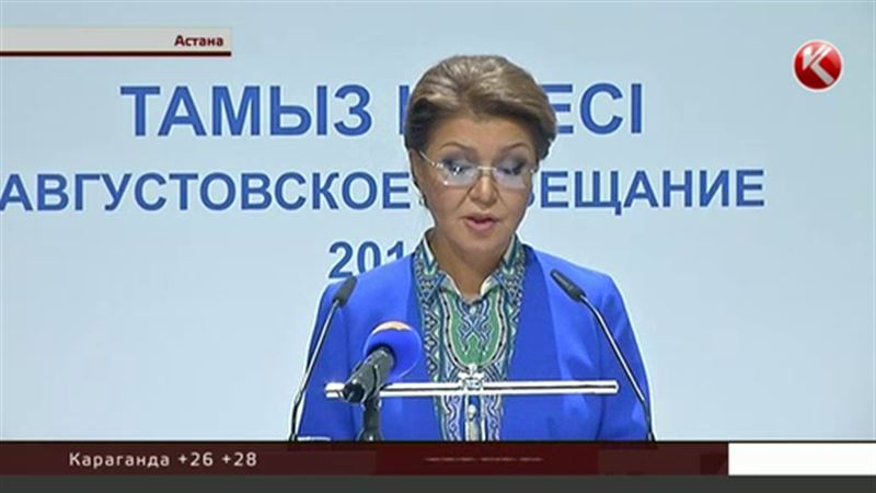 Назарбаева призвала педагогов не бояться учить английский
