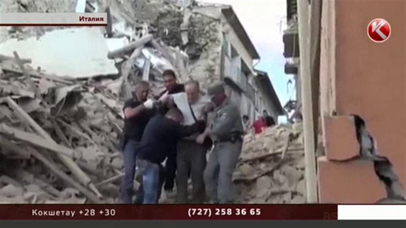 Число жертв разрушительного землетрясения в Италии растет