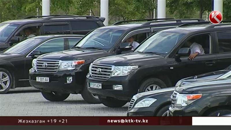 Казахстанцам предлагают почувствовать себя важными персонами в авто, принадлежащих Управделами президента