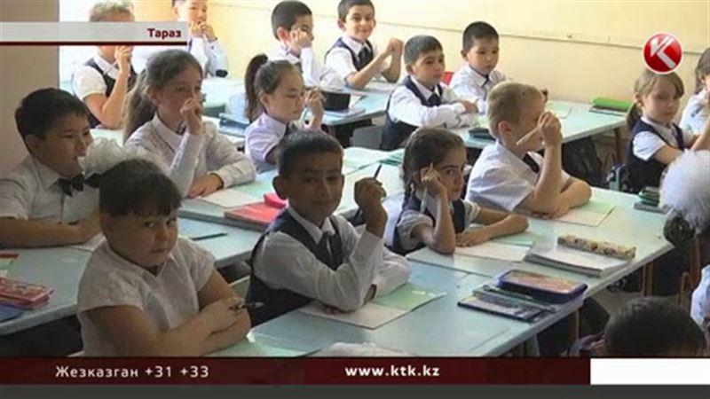 Потеряли форму: заказанная для учащихся Тараза школьная одежда исчезла