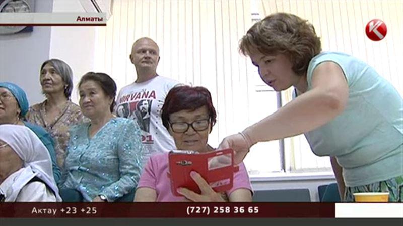 Казахстанских апашек учат «чатиться», делать селфи и создавать аккаунты в соцсетях