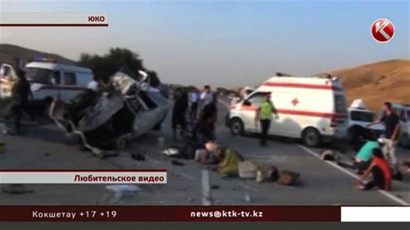 На трассе в ЮКО в жуткой аварии погибли 6 человек