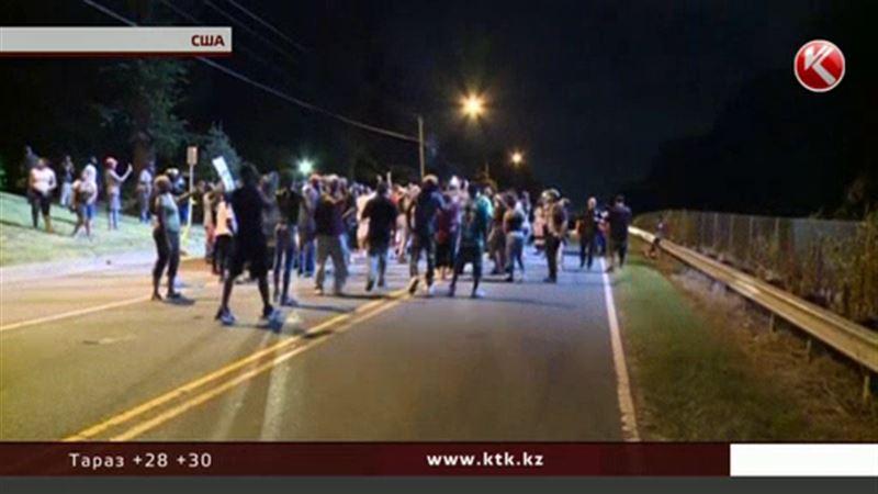 Жители США протестуют против насилия полицейских