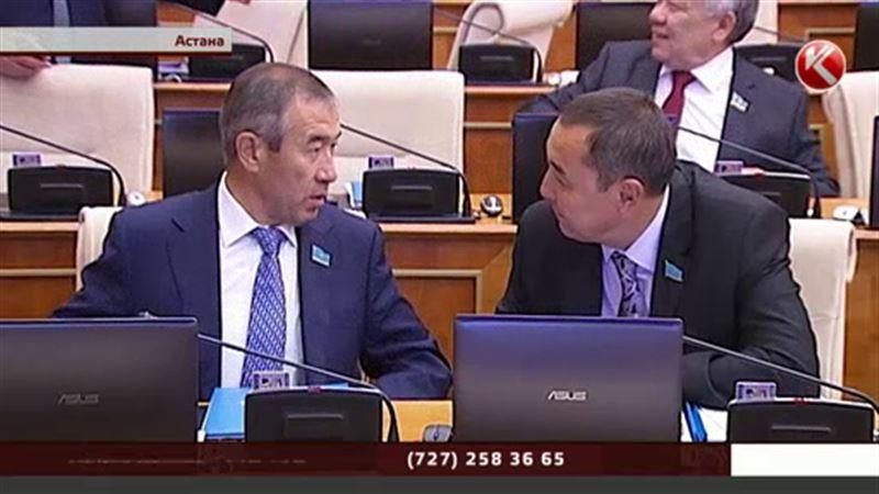 За казахстанскими депутатами теперь будут следить