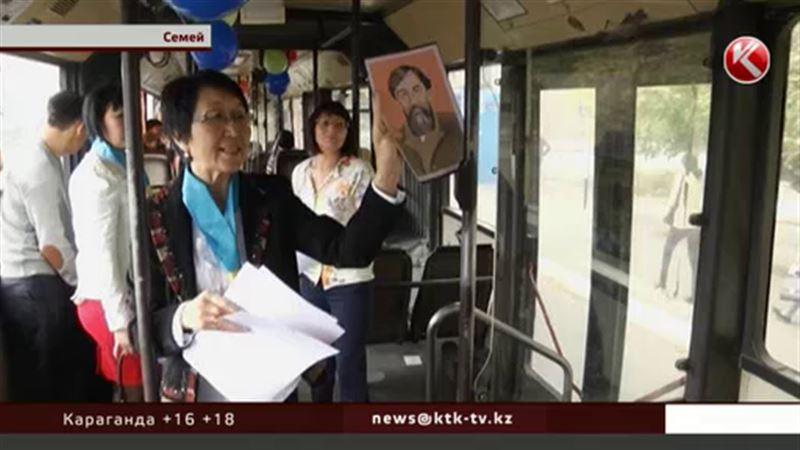 Библиотекари Семея провели ликбез прямо в автобусе