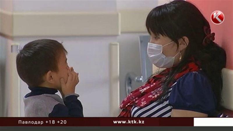С медицинским страхованием казахстанцам придется подождать