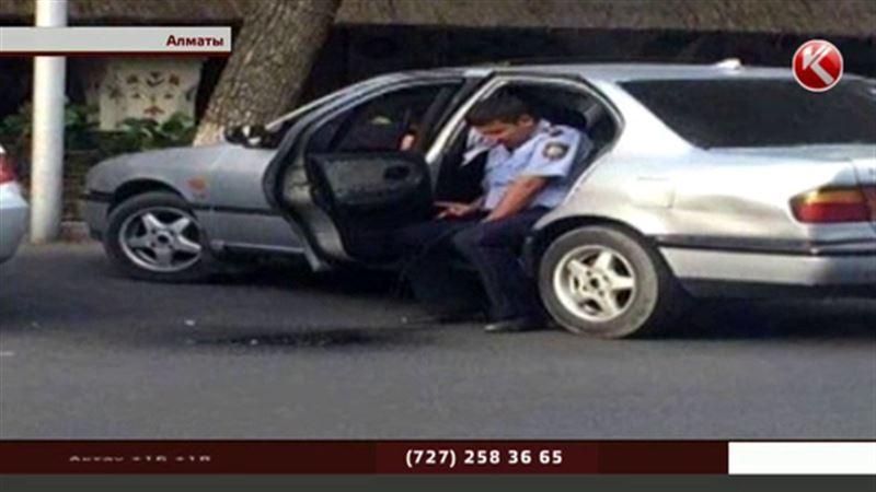 Личность публично писавшего полицейского установлена