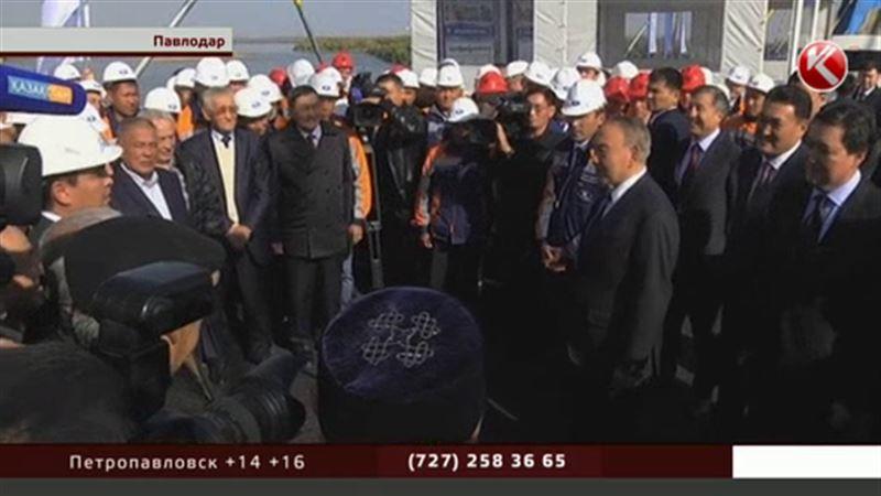 Назарбаев любовался водным шоу с нового павлодарского моста