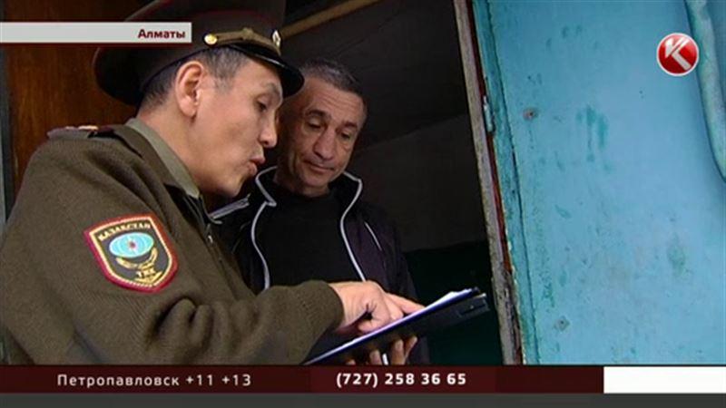 Алматинские спасатели с приближением холодов раздают листовки