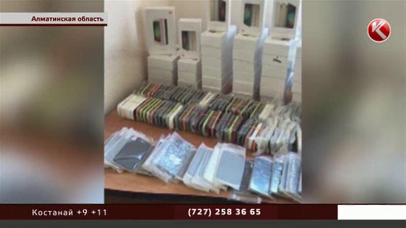 Контрабандисты пытались завезти в Казахстан больше центнера смартфонов
