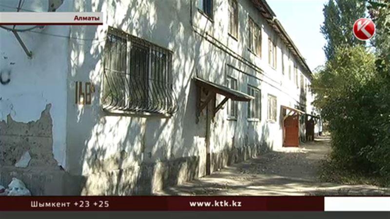 Алматинцы боятся остаться под завалами 50-летнего жилища