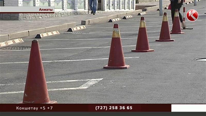 Полиция: на стоянках у кафе, магазинов и ресторанов могут парковаться все