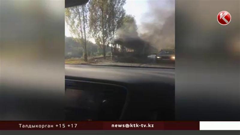 В Алматы дотла сгорел пассажирский автобус