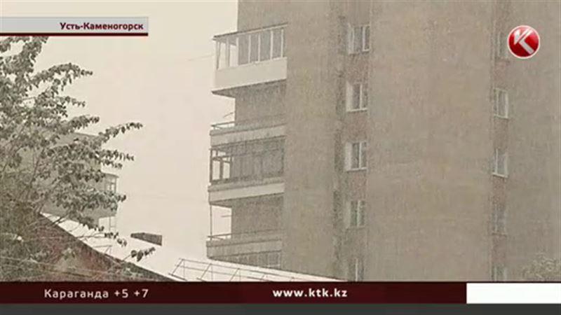 Усть-Каменогорск засыпало снегом