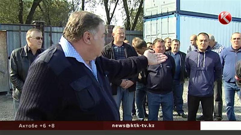 В Алматы дальнобойщики требуют вернуть им конфискованные фуры