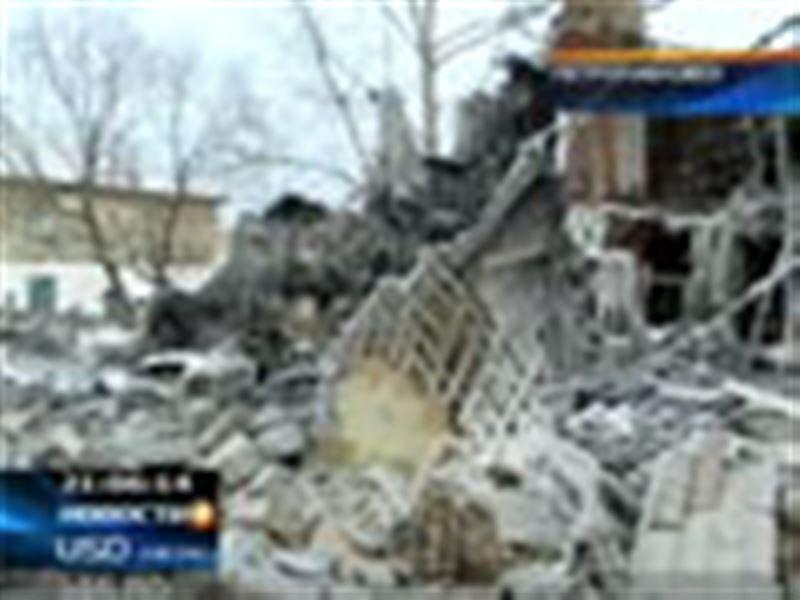 В Петропавловске полностью сгорел восьмиквартирный дом. Местные власти заявили о самоподжоге, а пострадавшие обвинили чиновников