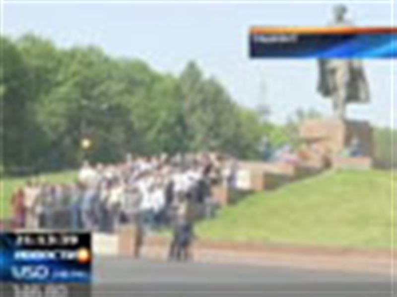 Казахстанские парламентарии возмущены сносом памятника генералу Сабыру Рахимову в Ташкенте