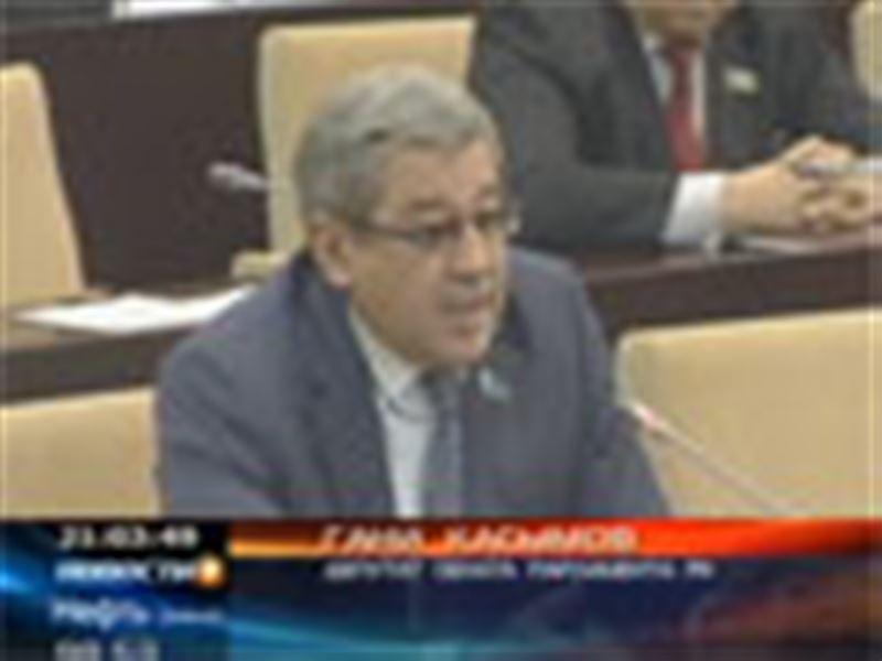 Как только председателя Нацбанка  приглашают в Паралмент, он уезжает в зарубежную командировку, считают сенаторы