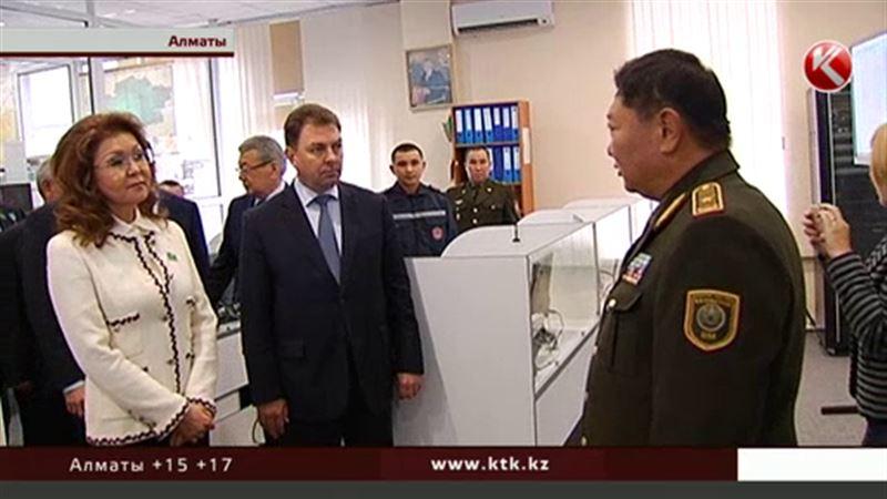 Замминистра рассказал Дариге Назарбаевой о маленькой зарплате пожарных