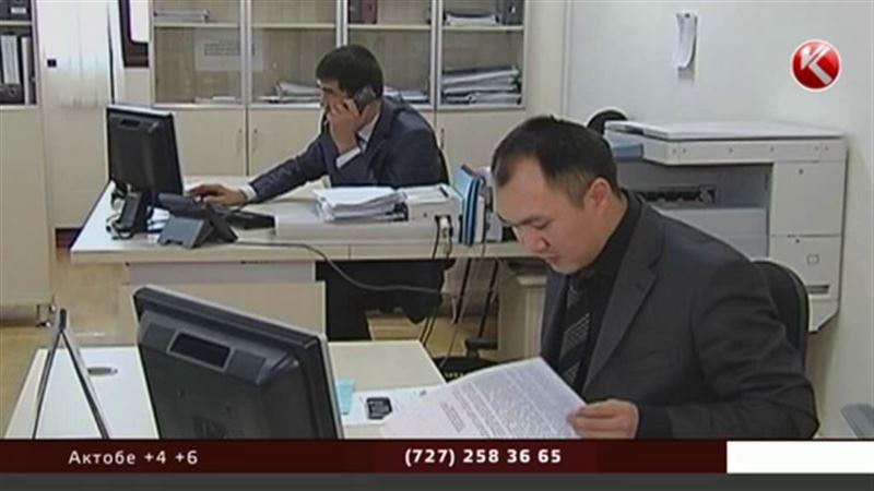 Казахстанским госслужащим могут разрешить выпивать
