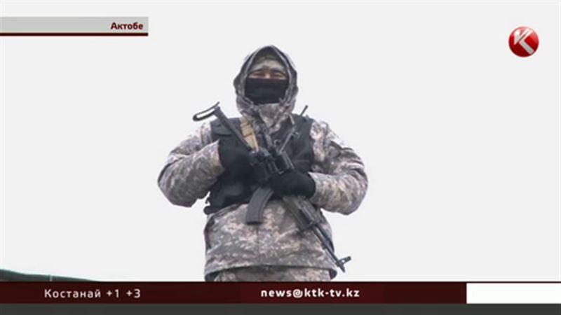 На крышах актюбинских домов появились снайперы