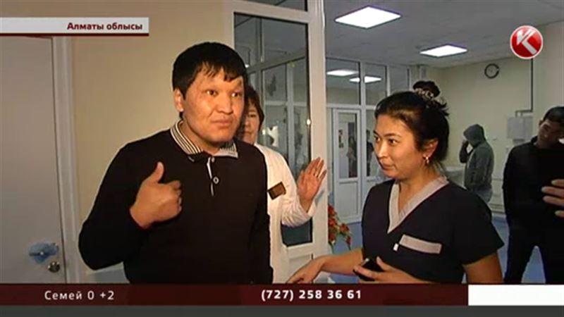 Алматы облысында сәбиі перзентханада шетінеген әке дәрігерлерді жағадан алды