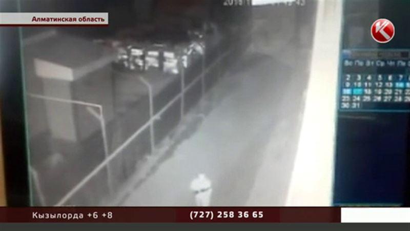 На фармацевтический завод под Алматы напали второй раз за неделю