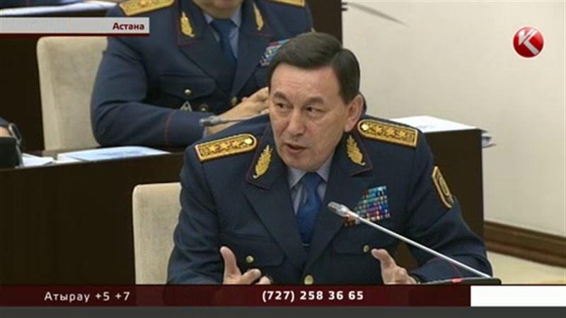 Министр внутренних дел готов уволить всех полицейских